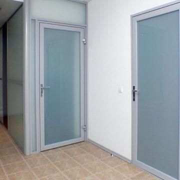 Межкомнатная алюминиевая дверь «KRAAS»